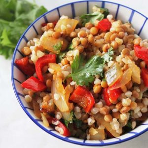 Lunch bowl with roasted onions and paprika
