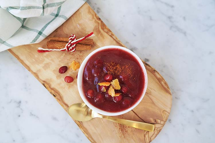 Cranberry sauce with apple, dates and orange